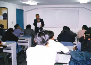 Diploma en Asuntos Indigenas 1999 2000 profesor Víctor Hugo Cardenas ex vicepresidente de Bolivia